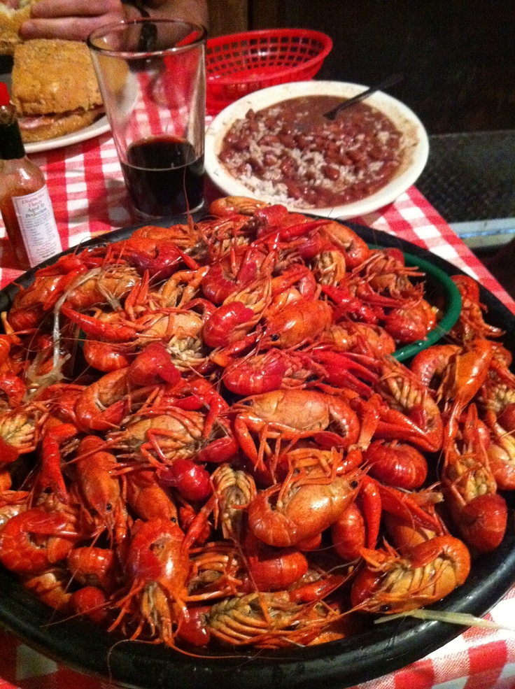 how to eat crawfish in new orleans