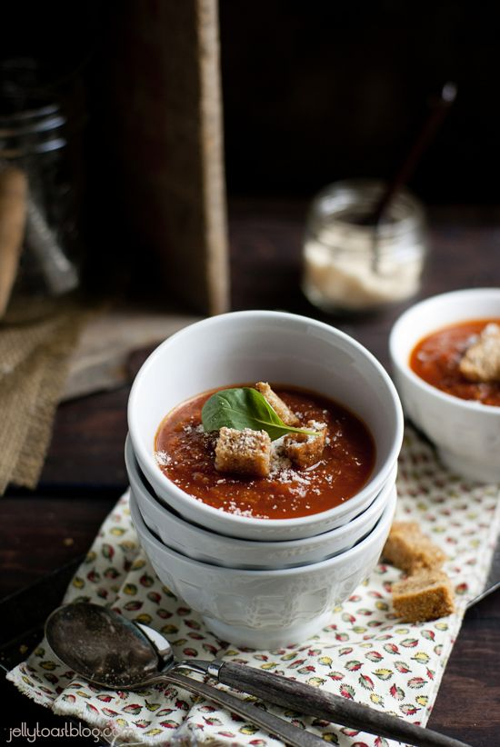 roasted tomato soup w/ garlic croutons