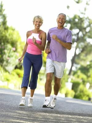 AN EXERCISE PLAN FOR A 70 YEAR OLD WOMAN. A woman over the age of 70 needs 150 minutes of moderate activity weekly, according to the Centers for Disease Control and Prevention. During moderate activity, you will break a sweat but still have a conversation. Examples of this type of activity include taking a brisk walk, riding a bicycle on level ground or gardening in your backyard. Aqua aerobics is another option for moderate activity.