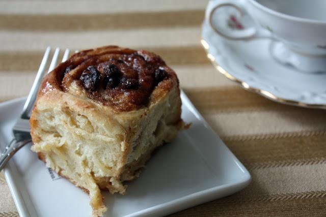 Cinnamon Raisin Buns Recipe — Dishmaps