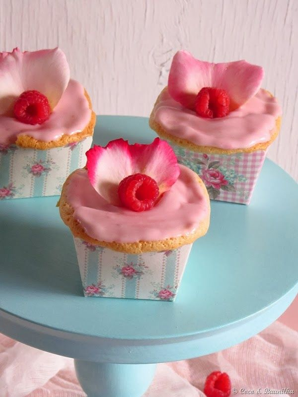 cupcakes with raspberry fluff frosting dark chocolate cupcakes with ...