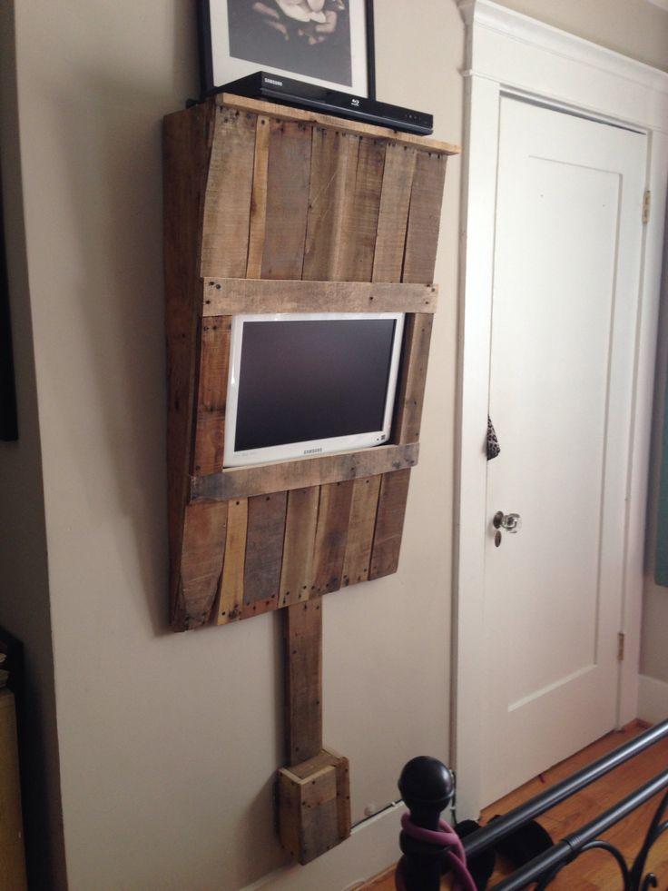 Eğer bir biraz değişmiş versiyonu, bu mükemmel olurdu!  (Benim için) ;) Ben sadece kablolarını örten vs yere palet ahşap tüm yol alacaktı.  DIY palet ahşap duvar TV ünitesi monte