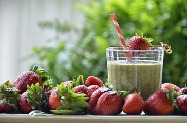 Super Strawberry Spinach Smoothie | Hungry | Pinterest