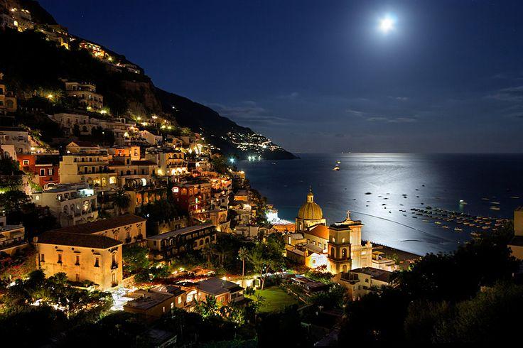 Positano en la orilla del Golfo de Salerno (Italia)