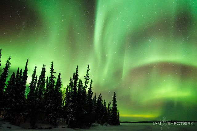 northern and southern lights Northern lights - aurora borealis near houghton michigan oct 7, 2015, 1am edt: an opening in the cloud cover allowed a few shots, so you can see some aurora in partly cloudy skies northern lights september 7, 2015 video time lapse.