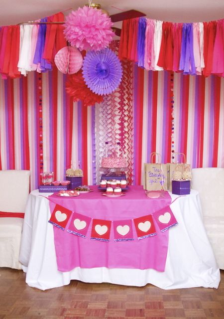 party decoration - very cool way to hang streamers...but seems very time consuming...?