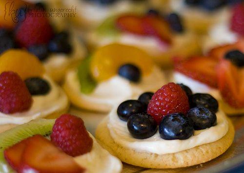 Mini fruit pizza | Pretty Lovely Events | Pinterest