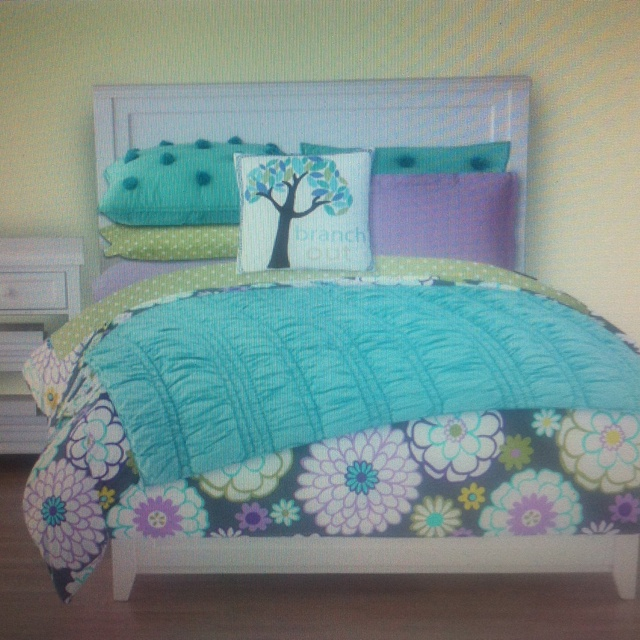 PB Teen Let 39 S You Design Your Own Bedding For Your Dorm Room