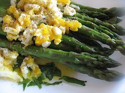 Asparagus Mimosa -- a simple, classic and Italian asparagus dish ...