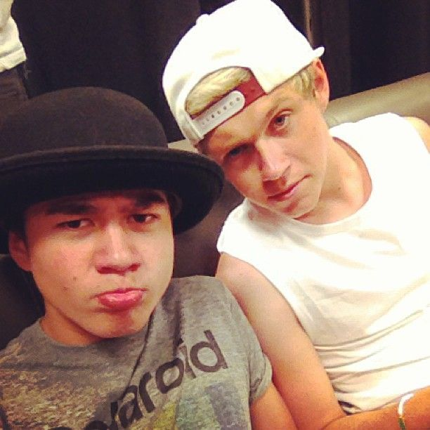 Niall with calum hood from 5sos one direction pinterest