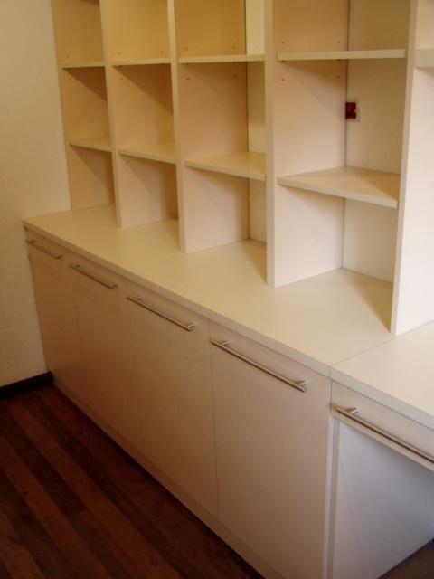 Biblioteca y escritorios en melamina engrosada color vainilla Muebles