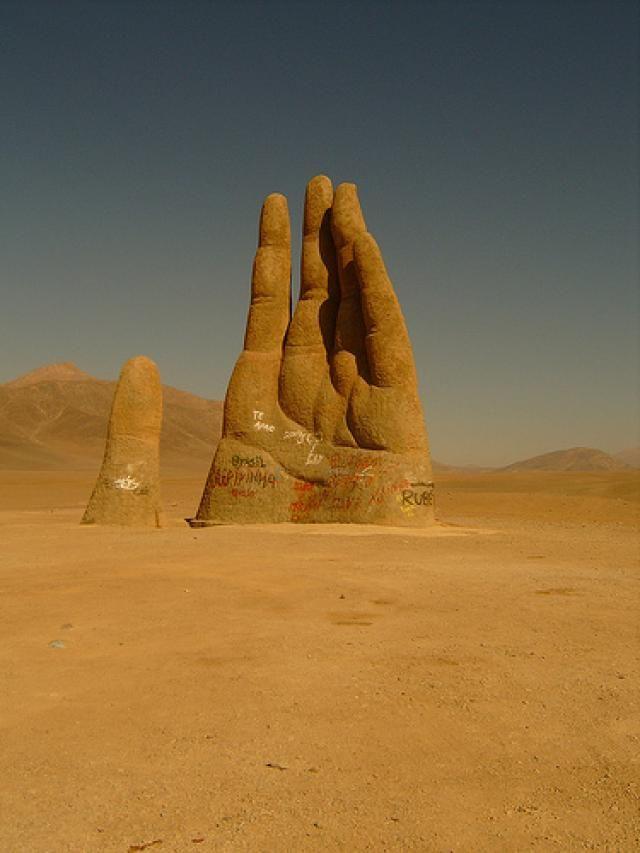 La mano de el Desierto en Antofagasta (Chile) | Sinbad