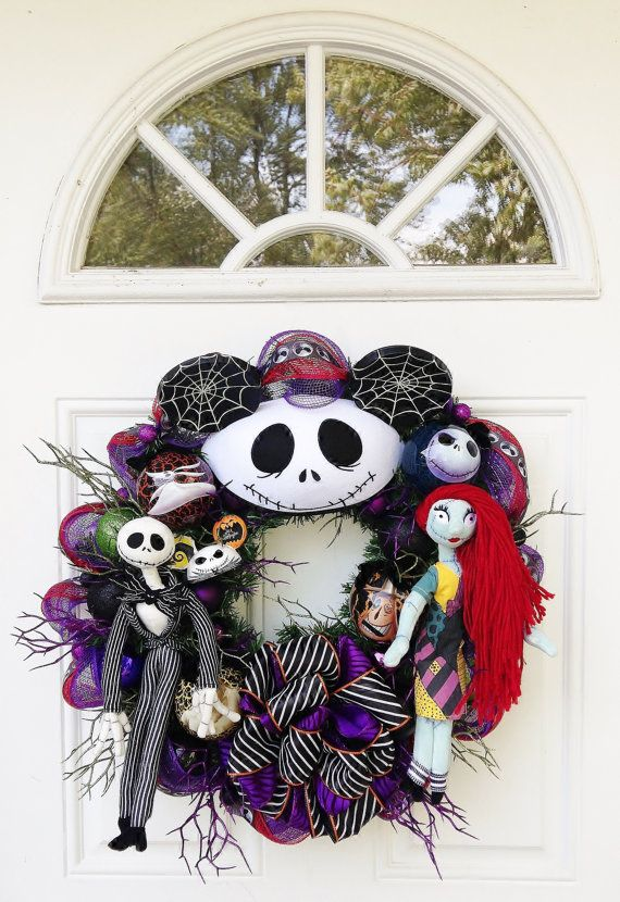 nightmare before christmas wreath with jack skellington and sally. Black Bedroom Furniture Sets. Home Design Ideas