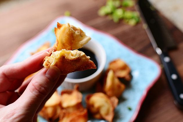 Cream Cheese Wontons via Pioneer Woman - fried, fancy, and with a ...