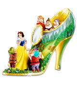 Snow White shoes?! @nicole roveto ...you neeeeeded these last year