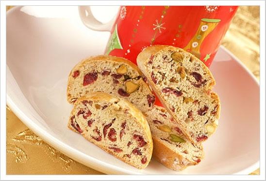 Cranberry Pistachio Biscotti - I love to make and eat biscotti!