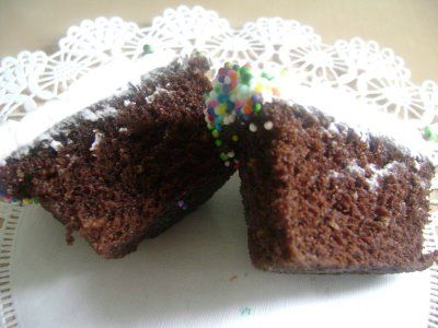 Super Moist Chocolate Cupakes with Vanilla Buttercream Frosting