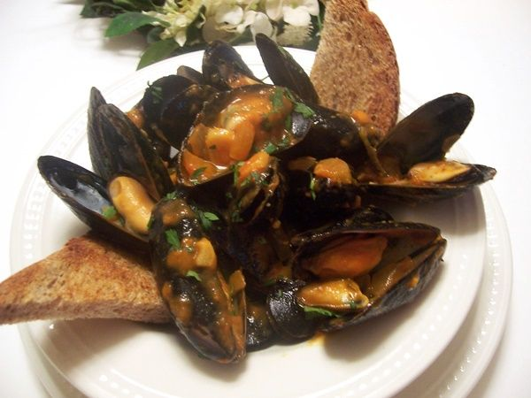 Fragrant Thai Mussels with Lemongrass, Ginger, Garlic and Red Curry