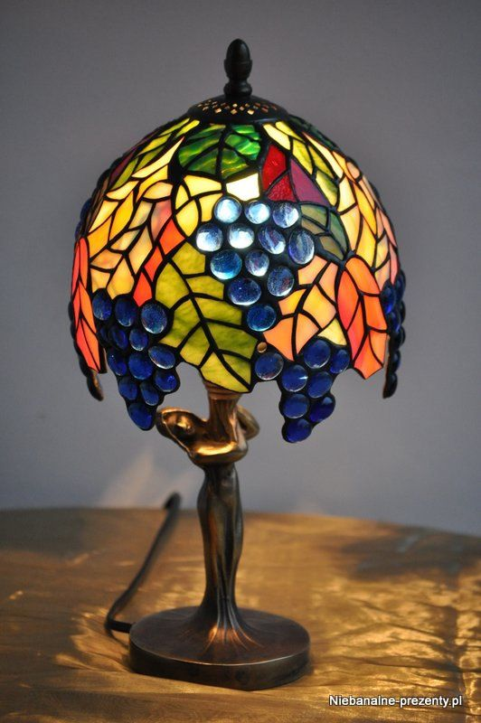 stained glass tiffany style table lamp blue grapes colorful very. Black Bedroom Furniture Sets. Home Design Ideas