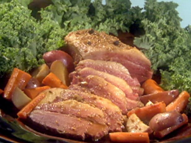 Potatoes and Carrots — INGREDIENTS: 1 (3-pound) corned beef brisket ...