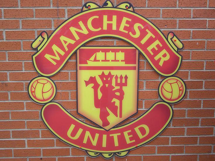 manchester united logo lion