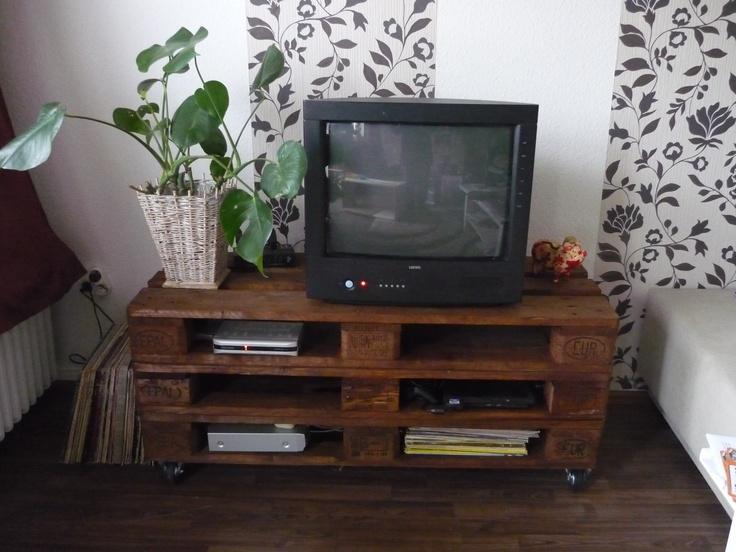 fernsehtisch aus europaletten holz pinterest. Black Bedroom Furniture Sets. Home Design Ideas