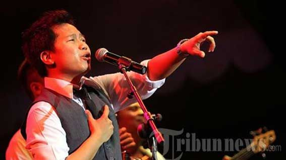 Sandhy Sondoro Satu Satunya Penyanyi Asal Asia Tenggara Tampil Di