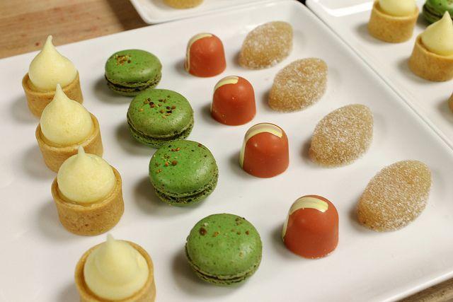 Fours: Passion fruit tart, pistachio macaron, 64 % chocolate bonbons ...