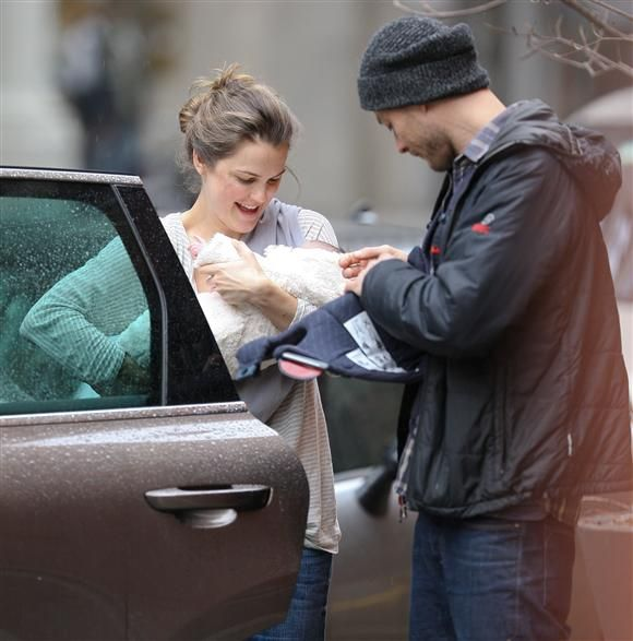 Keri Russell is photographed with Shane Deary and their daughter ... Keri Russell