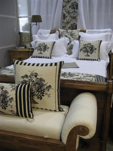 Small Bedroom Black And White Theme Country French