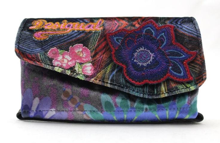 Porte monnaie @Desigual   http://www.sacastar.com/porte-monnaie-desigual-28x5228-10971.html