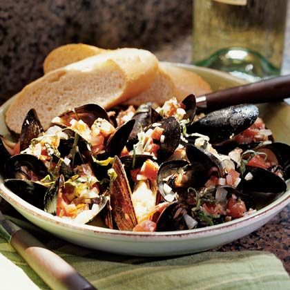 Mussels in Tomato-Basil Wine Sauce | Recipe