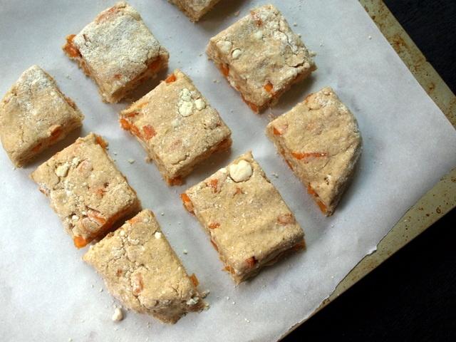 THE SIMPLE VEGANISTA: Whole Wheat Persimmon cashew Ricotta Scones