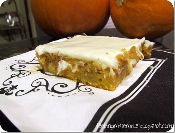 Pumpkin Cinnamon Roll Vanilla Sheet Cake w/ Cream Cheese Glaze [need I ...