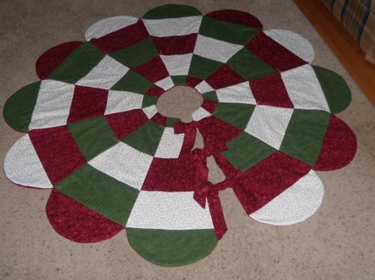 Handmade quilted christmas tree skirt quilting