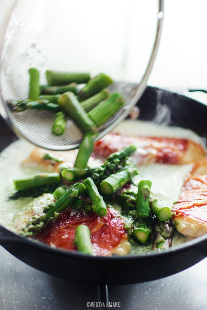 Chicken fillets in serrano ham with asparagus in a sauce with green ...