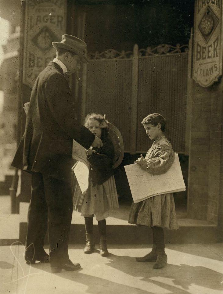 U.S. Two newsgirls. Delaware, 1910 // By Lewis W. Hine