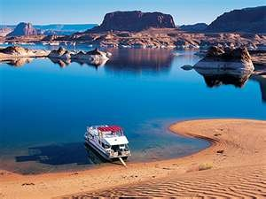 Boat camping wonderful sandy beaches so peaceful and the water