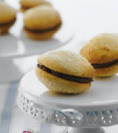 Coconut Whoopie Pies with Chocolate Cream - A cross between a cupcake ...