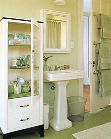 Bathroom storage like the towel rack mi casa es su casa for Martha stewart small bathroom ideas