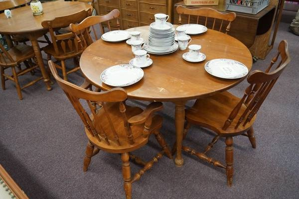 48 Round Drop Leaf Maple Dining Table W Leaves 4 Chairs Castle