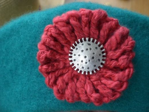 Crochet Tutorial Yo-Yo Puff : brooch made from a crochet yo-yo puff 4 Hayley Pinterest