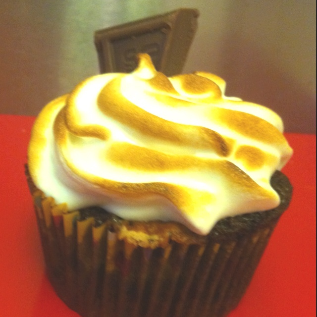 ... chocolate marshmallow swirled cake & a toasted marshmallow frosting