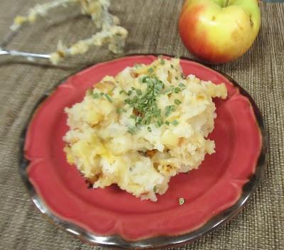 Cheddar Apple Mashed Potatoes | *Delish* | Pinterest