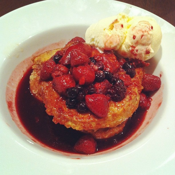 with poached peaches & berries and vanilla ice cream in maple syrup ...