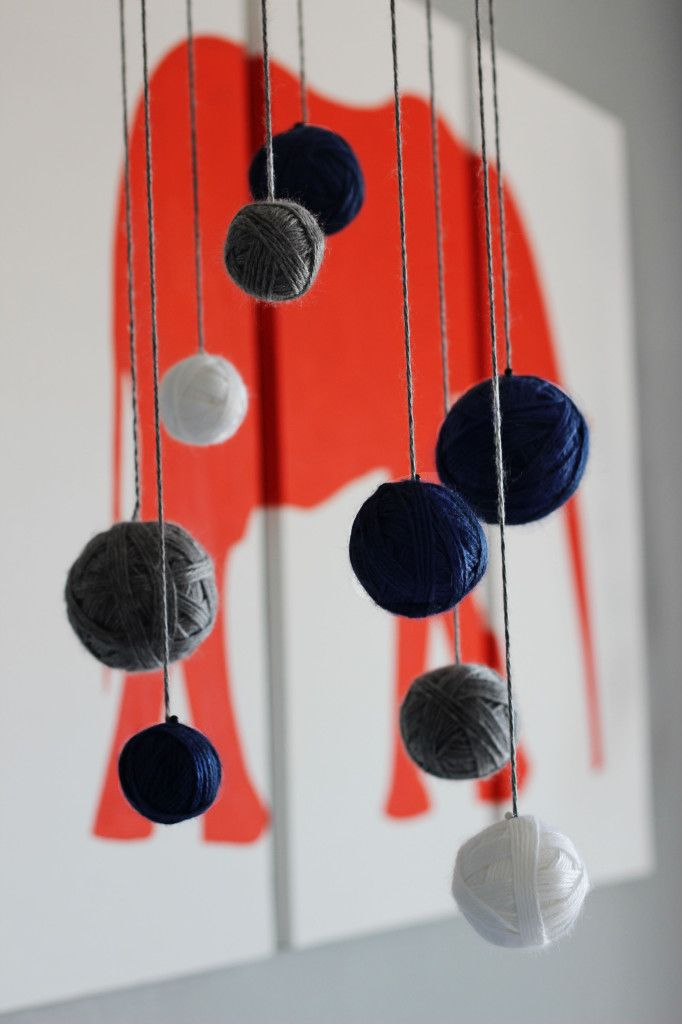 Mobile with Yarn Wrapped Around Styrofoam Balls - easy #DIY #mobile
