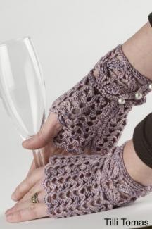 Love the fingerless gloves.