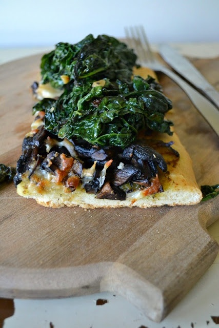 Kale, Mushroom, Zucchini + Pesto Pizza | vegan eating | Pinterest