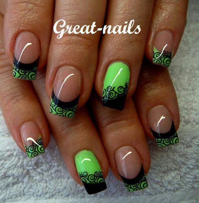 Зеленый френч на ногтях с рисунком