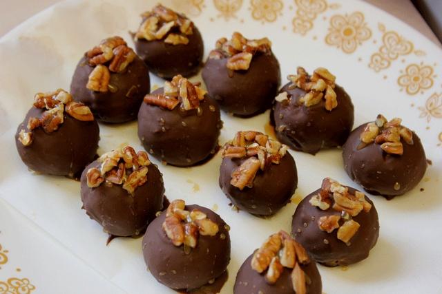 turtle cheesecake truffles | Dessert | Pinterest
